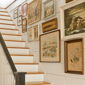 Resolution moves stairway decorating idea from cluttered magazine ...