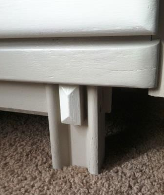 Nightstand leg: Close-up