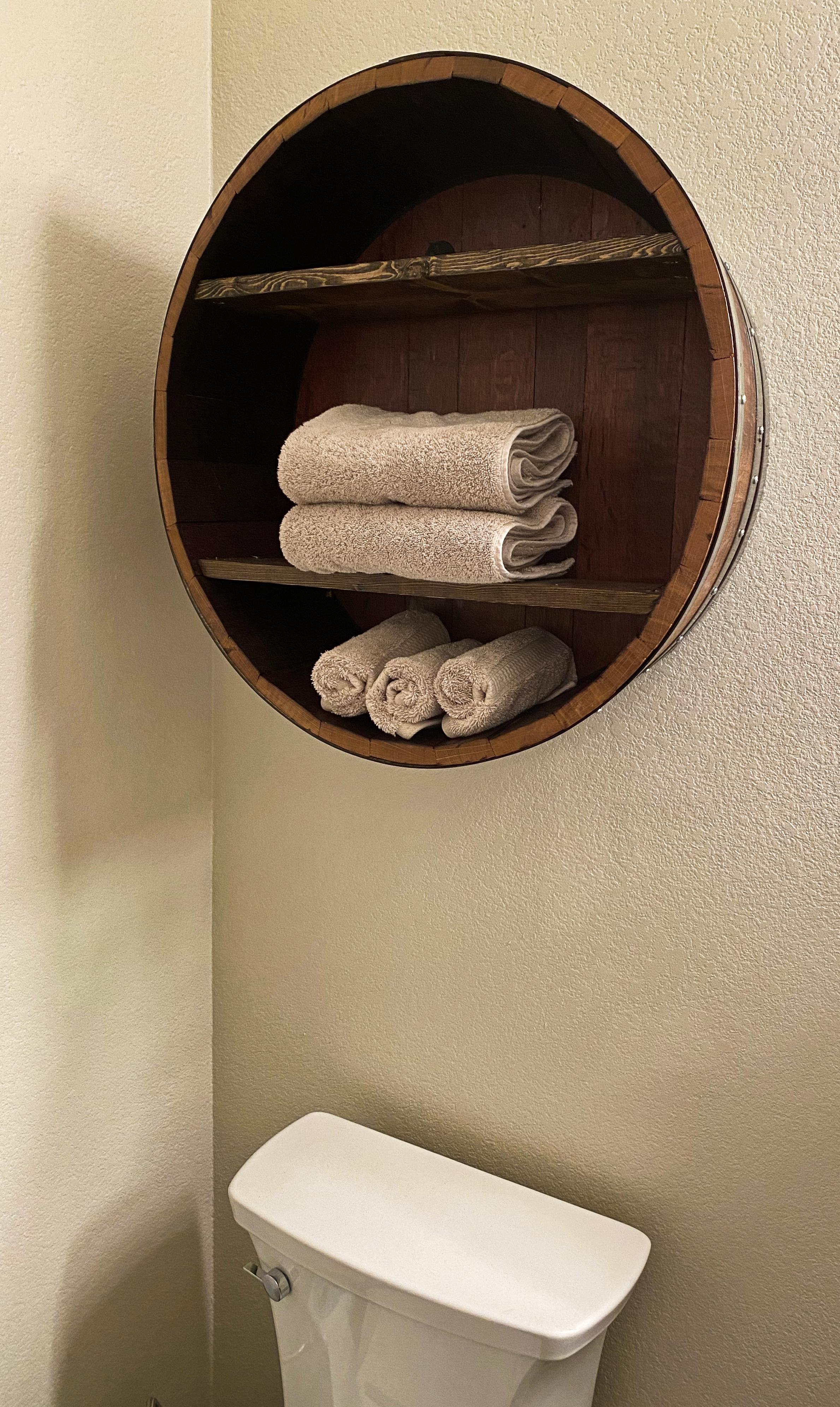 art-toilet shelf